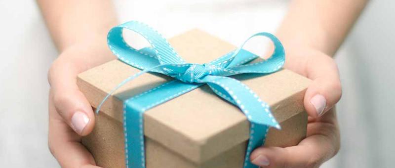 раздаем подарки